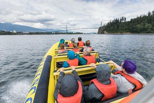 Crociera turistica ad alta velocità sul lungomare di Vancouver