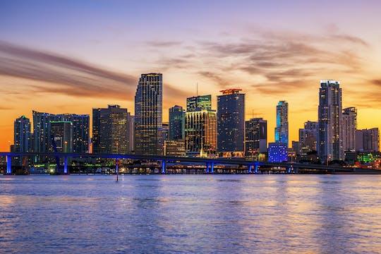 Rejs po Miami o zachodzie słońca z opcjonalnym ulepszeniem do Hard Rock Cafe i Sky Wheel