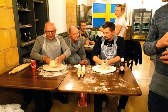 Lección de pasta fresca y ravioles de Nápoles en un restaurante auténtico