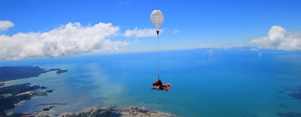 9000 pés tandem paraquedismo sobre Abel Tasman