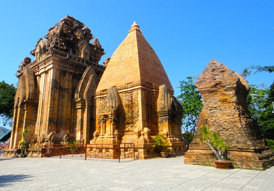 Miasto Nha Trang i historia półdniowej wycieczki do Cham
