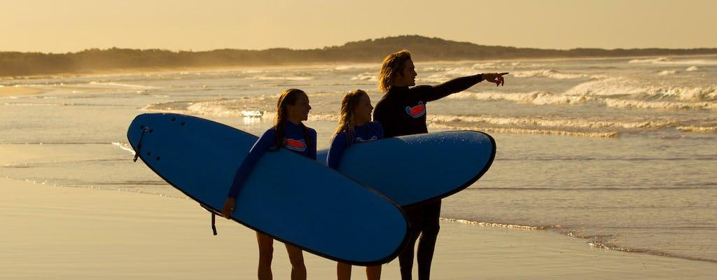 Surfkurs für Anfänger am Broadbeach auf dem Parkplatz des Kurrawa Surf Club