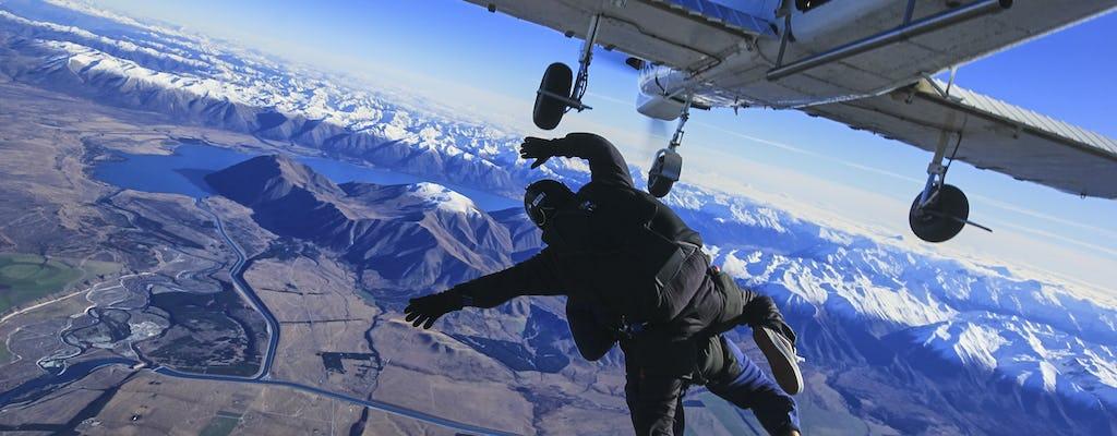 Tandem Skydive o wysokości 9 000 stóp nad Mt. gotować