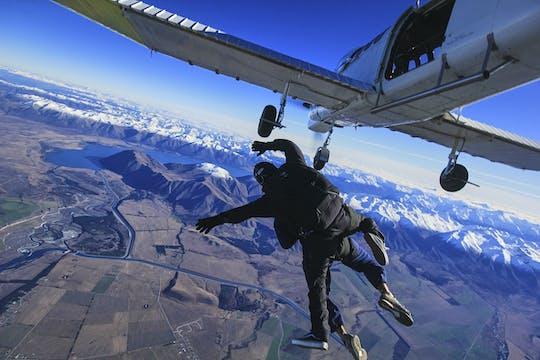 Tándem de paracaidismo de 9,000 pies sobre el monte. cocinero