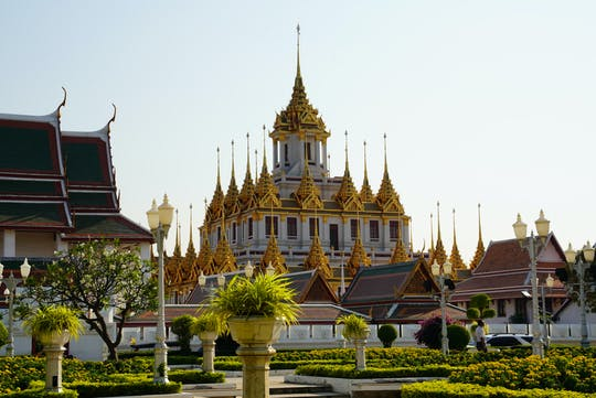 Bangkok Old Town and temples exploration game and tour