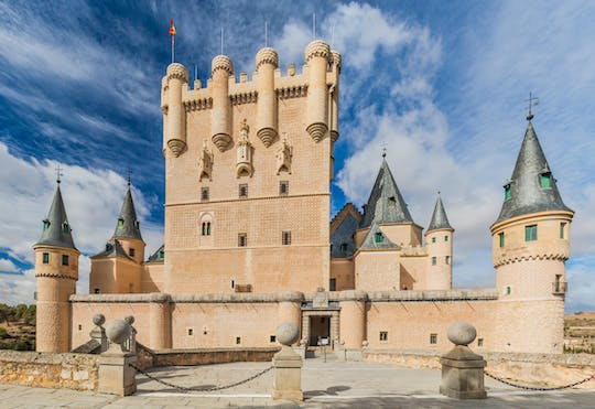 Ávila and Segovia tour with entrance tickets and typical lunch