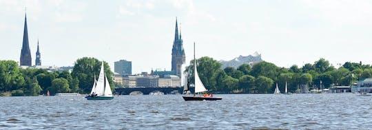 Прогулка под парусом с двухмачтовым парусным катером по Альстеру в Гамбурге