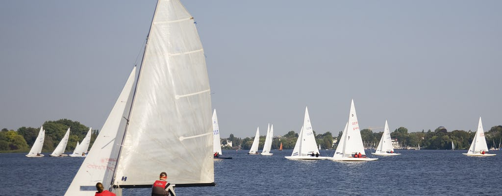 Private sailing tour on the Alster in Hamburg