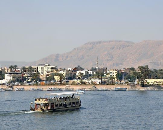 Pôr do sol de camelo e chá na Cisjordânia de Luxor