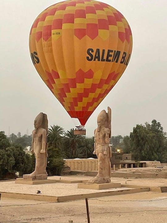 Experimente Luxor em um balão de ar quente