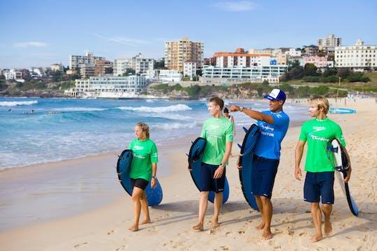 Урок серфинга для начинающих на пляже Бонди
