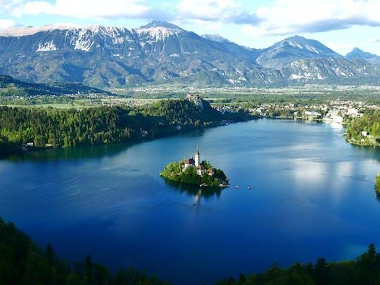 Maravillas eslovenas: viaje de un día a la cueva de Postojna y el lago Bled desde Ljubljana