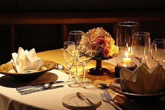 Cena romántica y degustación de vinos en la Toscana.