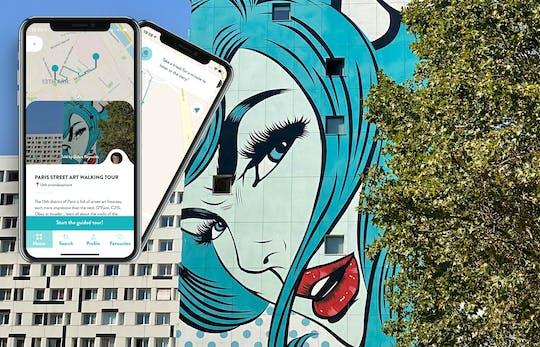Tour de arte callejero de París con guía en su teléfono inteligente