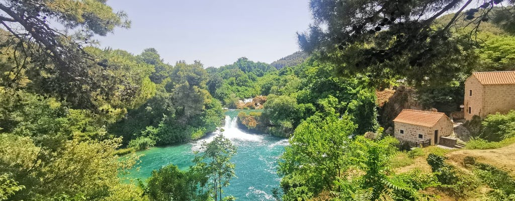 Von Split: Krka Wasserfälle Tour mit Mittagessen und Tickets