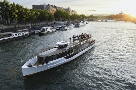Sunset cruise with drink and walking tour on your smartphone