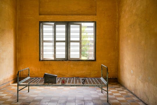 Half-day private Tuol Sleng Genocide Museum and Russian Market tour