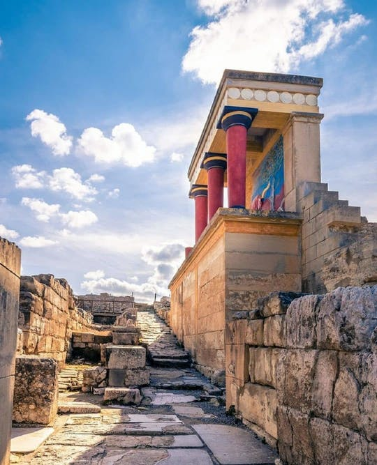 Private tour of Knossos Palace and Cretan villages from Chania