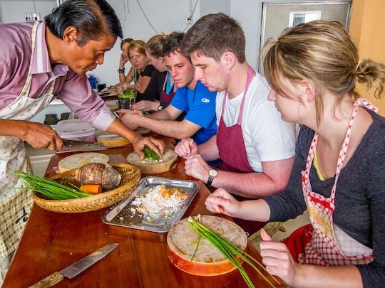 Corso di cucina mattutina e tour del mercato a Siem Reap