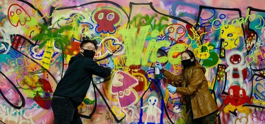 'Spray Paint & Sip' urban art workshop in Chicago