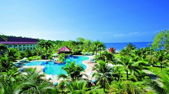 Accès à la plage et à la piscine avec une boisson au Sokha Beach Resort