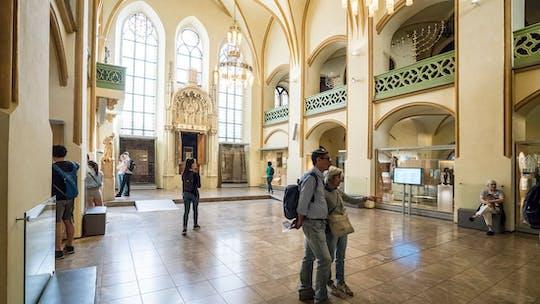 Praga Vecchia e Città Ebraica: visita guidata con biglietti d'ingresso, caffè e torta