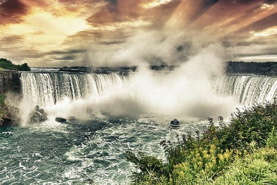 Maid of the Mist adventure tour & Cave of the Winds express pass combo