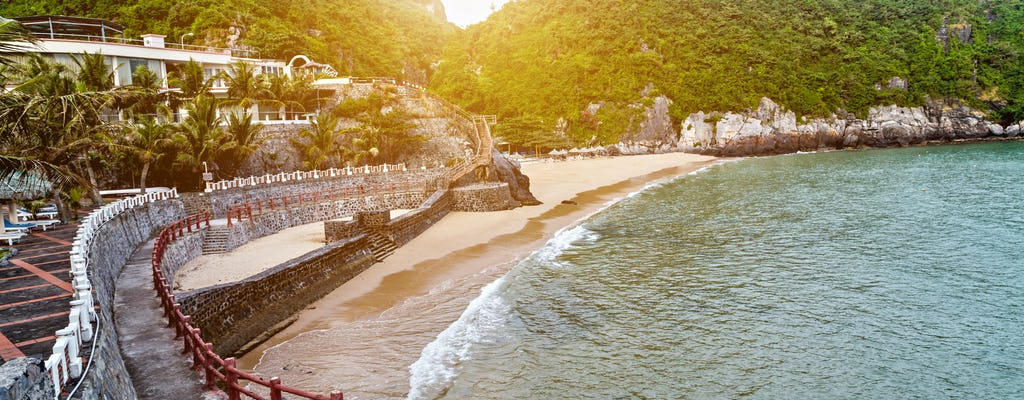 Trekking na Ilha Cat Ba e passeio relaxante na praia de Ha Long