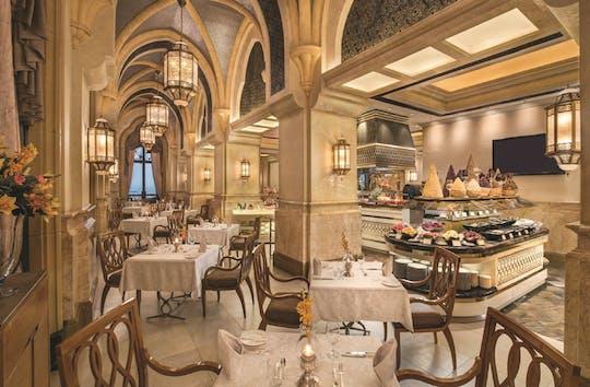 Частная Абу-Даби экскурсия и ужин в Ла-Вандом во Дворце Эмиратов