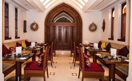 Tour noturno de Mascate e jantar no Al Angham Opera House