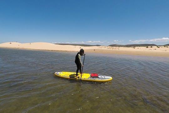 Experimente el río Amoreira en un tour de stand up paddle