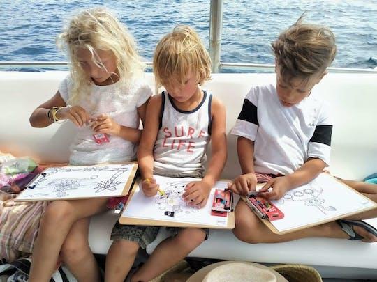Rodzinna wycieczka łodzią u wybrzeży Ibizy