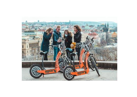 Tour privato di punti panoramici in e-scooter di Praga con ritiro