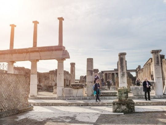 Guided tour of Naples and Pompeii from Rome