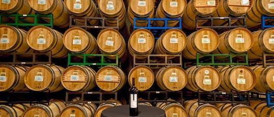 Deléitese con un pase de vino Artisan Hill