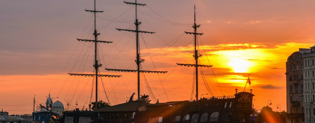 St. Petersburg: Night boat excursion with the audioguide