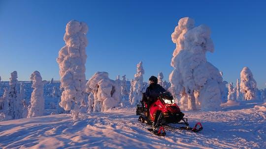 Przygoda z safari na skuterach śnieżnych Levi o zmierzchu