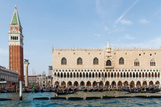 Venecia en un día con Basílica de San Marcos, Palacio Ducal y paseo en góndola