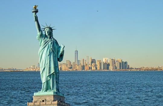 Combinazione NYC: Crociera alla Statua della Libertà, Cattedrale di San Patrizio e Dave and Buster's