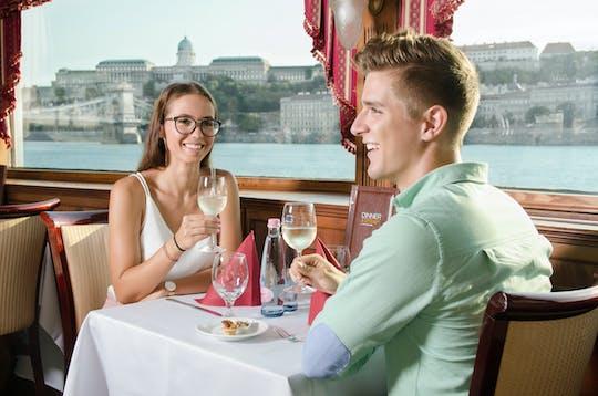 Cruzeiro com degustação de vinhos em Budapeste