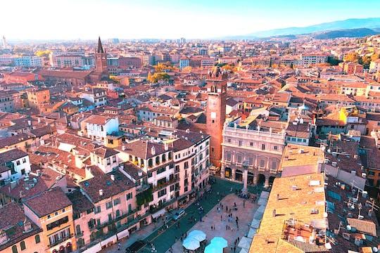 Paseo de descubrimiento autoguiado en Verona con secretos detrás de los sitios
