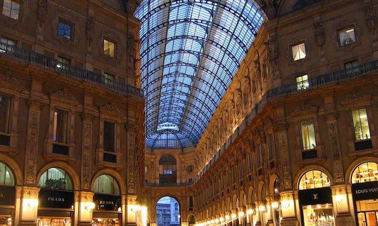 Exclusive Guided Tour in Milan: La Scala, Duomo Square and Galleria