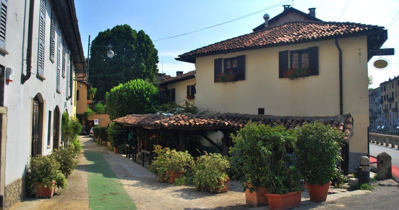 Navigli Canals of Milan: Guided Walking Tour