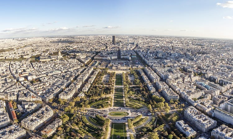 Skip the Line Tickets to the Eiffel Tower with Summit Access and Guided Visit (Day Tour)
