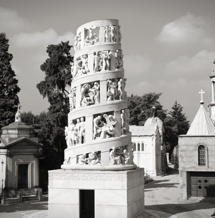 Milan retro cemetery. Black and white_Fotolia.jpg