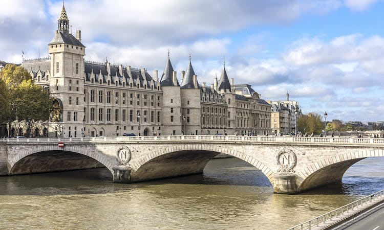 Paris: Express Eiffel Tower Tour with 2nd floor Observation Deck Access and Seine River Cruise-8