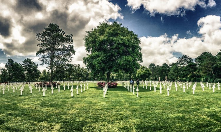 Crosses on the american Cemetery at Colleville-Sur-Mer.jpg