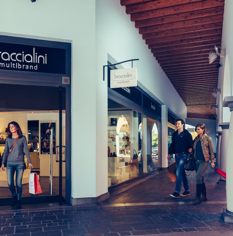 Franciacorta Outlet Village: shopping tour from Milan-3