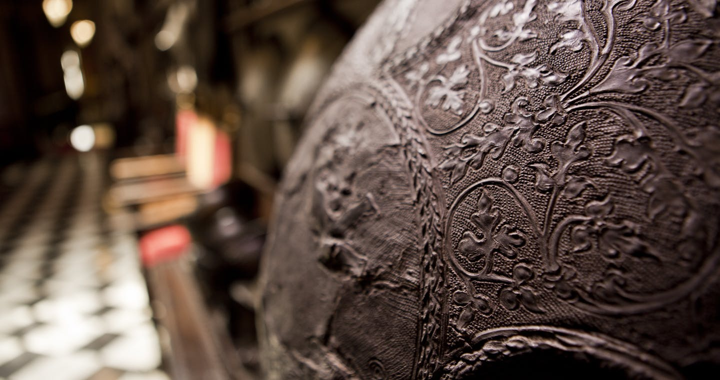 Historical and precious leather tour: the excellence of arts and crafts in Milan-2