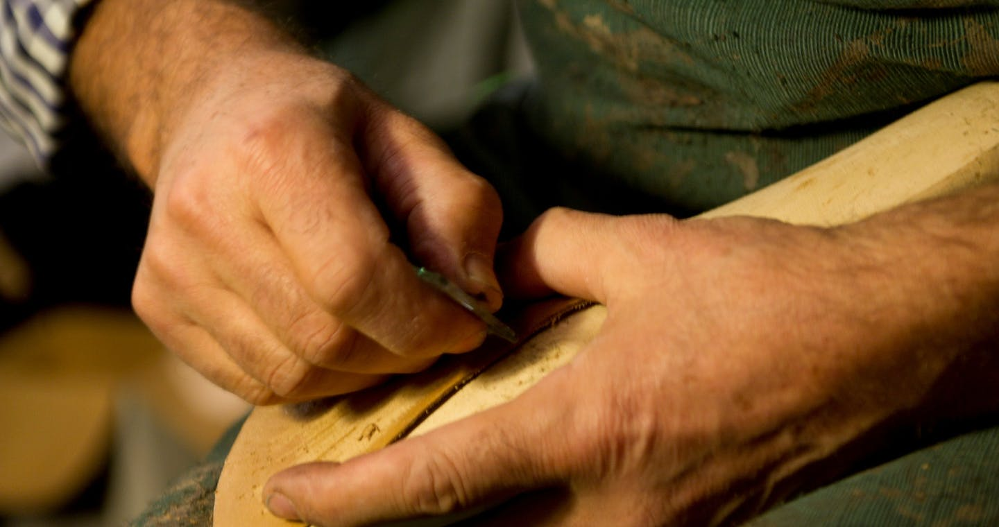 Historical and precious leather tour: the excellence of arts and crafts in Milan-3